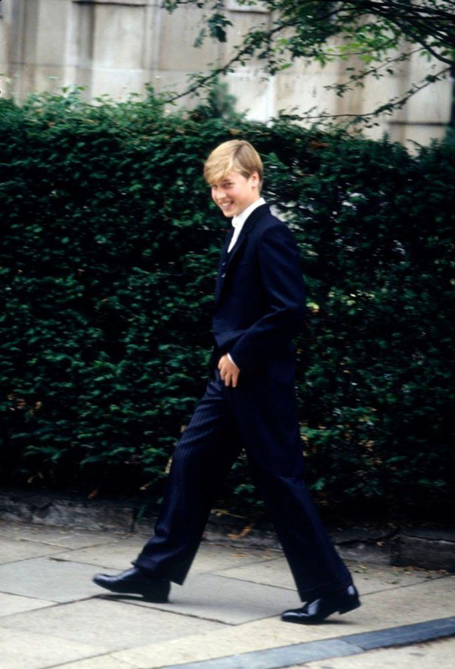 Le prince William lors de son premier jour au Collège d'Eton, en Angleterre, en septembre 1995.