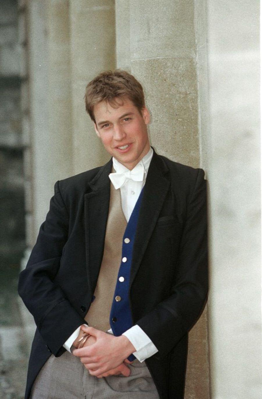 Le prince William, le jour de ses 18 ans, au Collège d'Eton, le 21 juin 2000.