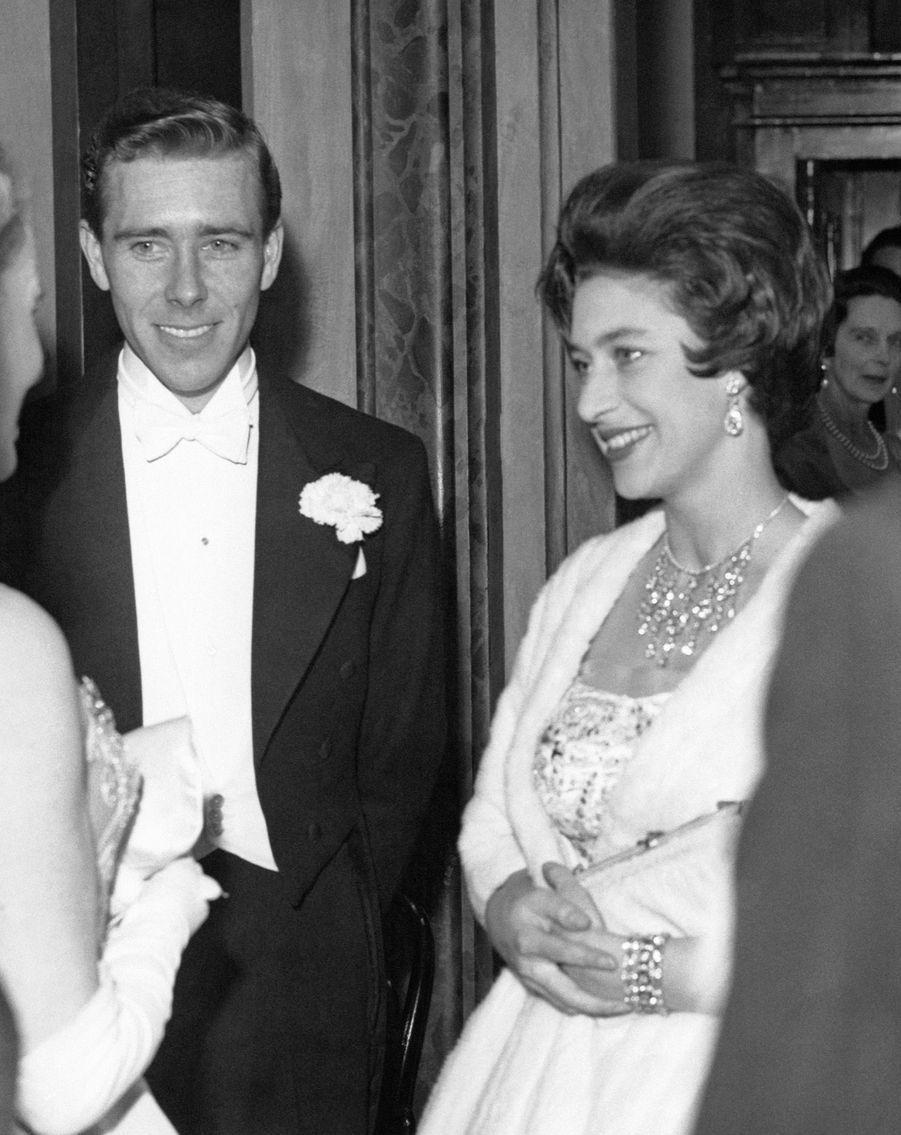 La « première » d'Antony Armstrong Jones en compagnie de la famille royale britannique, à l'occasion d'un ballet à Covent Garden, le 1er mars 1960.