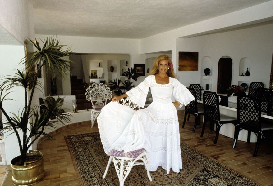 Dalida dans sa villa de Porto-Vecchio en Corse, Août 1982