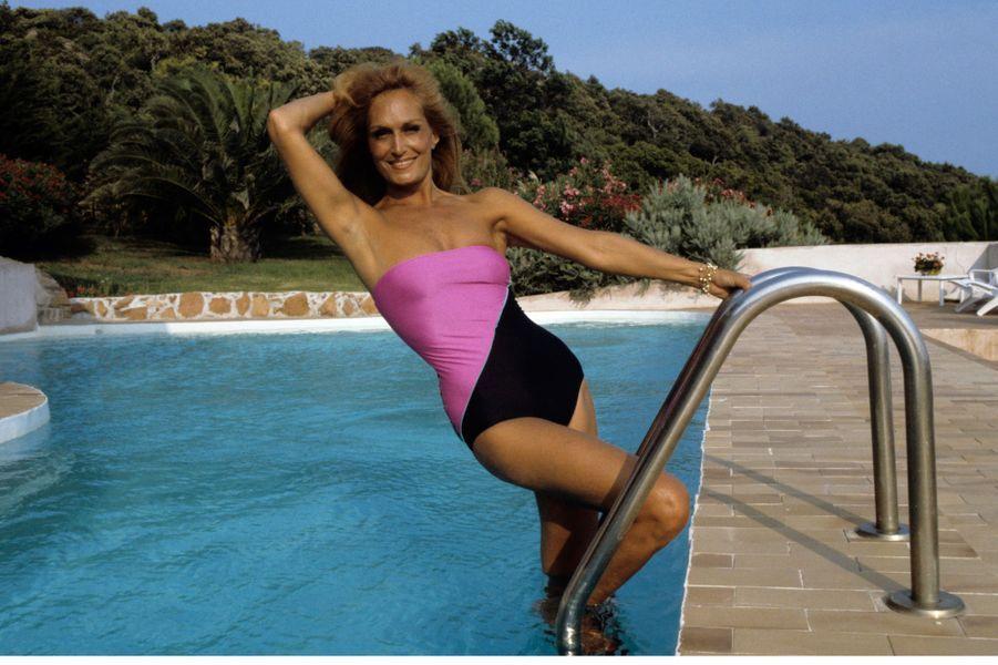 Dalida en vacances dans sa propriété de Porto-Vecchio en corse, Août 1982