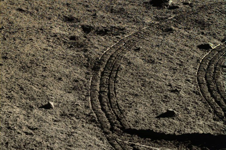 Les traces de roues du rover Yutu
