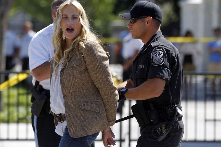 Daryl Hannah arrêtée après une manifestation contre le pipeline Keystone XL à Washington, le 30 avril 2011