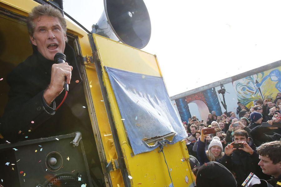 David Hasselhoff manifeste à Berlin contre la construction d'un complexe de luxe, le 17 mars 2013