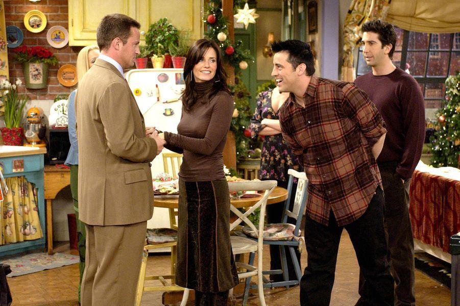 «Hey, ça va, toi?» Cette réplique prononcée par Joey est rapidement devenue un gag récurrent dans la série, permettant au personnage de devenir l'un des plus populaires. Après l'arrêt du programme, Matt LeBlanc pensait pouvoir surfer sur le succès celui qu'il interprétait, lançant un spin-off portant son nom. Mais face aux audiences catastrophiques, la série s'est arrêtée en mai 2007 après à peine une saison. En 2010, il revient finalement à l'écran dans «Episodes», produite par David Crane, déjà à l'origine de«Friends». Sa performance est saluée par la critique et lui permet d'obtenir en 2012 le Golden Globe du meilleur acteur dans une série télévisée musicale ou comique. Un retour plus que réussi!