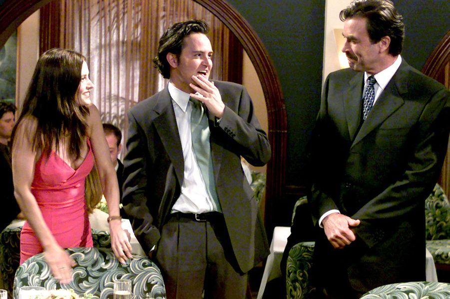 Ami d'université de Ross et colocataire de Joey, Chandler a toujours le mot pour rire, même dans les pires situations. Mais au cours des épisodes et des saisons, les spectateurs ont aussi été témoins de son changement d'attitude et de physique. Matthew Perry s'est en effet battu tout au long du tournage contre ses addictions à l'alcool et à la drogue. Au cours de la saison 7, les dirigeants de Warner Bros. Pictures l'ont menacé s'il ne perdait pas de poids. «C'est effrayant, j'étais vraiment un mec malade», a-t-il confié en novembre 2013 à ABC News. En 2012, il apparaît dans «The Good Wife» et obtient le rôle principal dans la série «Go On», diffusé sur NBC mais supprimée faute d'audience. En 2015, il sera à l'affiche de «The Odd Couple», diffusée sur CBS.