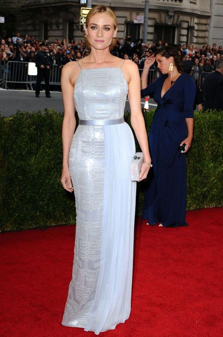 Diane Kruger (en Jason Wu pour Hugo Boss)