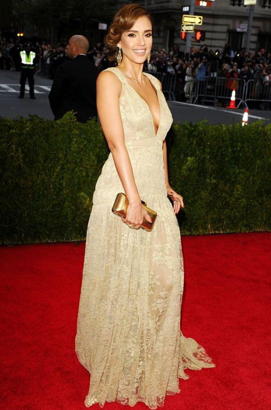 Jessica Alba (en Diane Von Furstenberg)