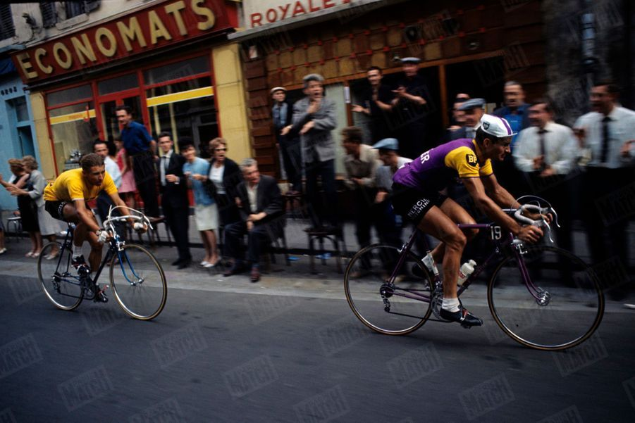 Raymond Poulidor devant Jacques Anquetil, Tour de France 1964.