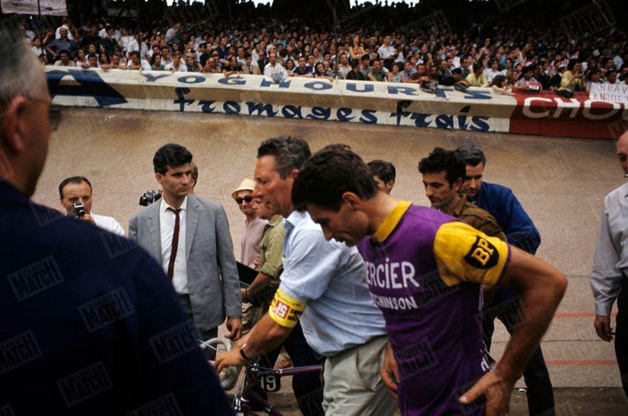 Raymond Poulidor, à l'arrivée du Tour de France 1964.