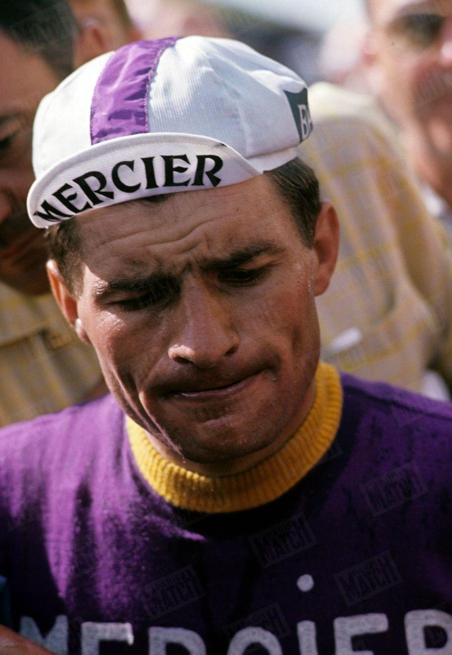 Raymond Poulidor, le visage crispé dans le difficile Tour de France 1964.