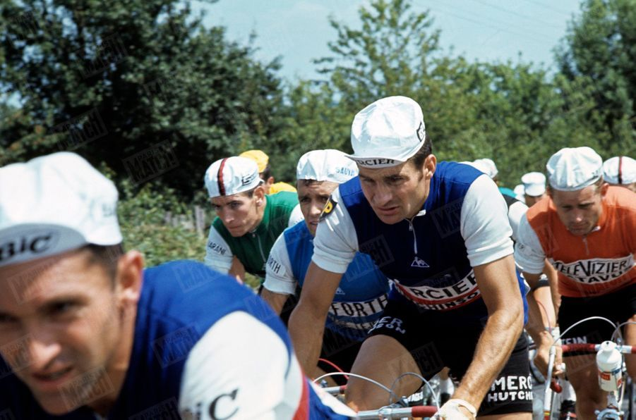 En 1967, Poulidor dispute le Tour sous le maillot de l'équipe de France.