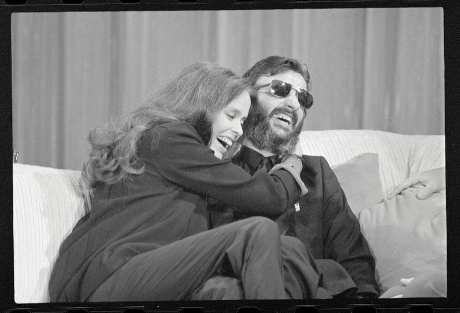 Barbara Bach etRingo Starr, sur le plateau duJohn Davidson Show sur CBS, le 16 juin 1980, quelques semaines après leur rencontre.
