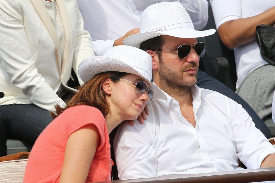 Christophe Michalak et sa femme Delphine McCarthy dans les tribunes de Roland-Garros