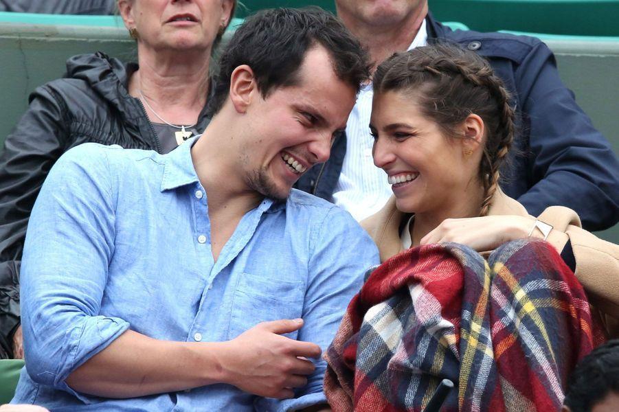 Laury Thilleman et Juan Arbelaez dans les tribunes de Roland-Garros
