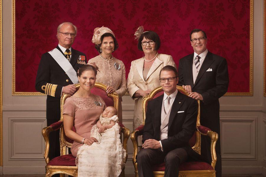 Les photos officielles du baptême d'Estelle, le 22 mai 2012