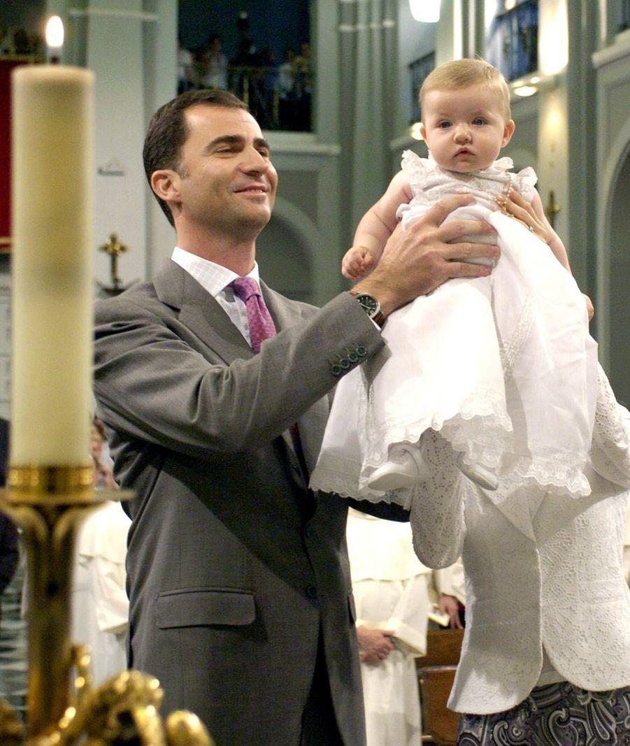 Une tradition familiale, la présentation à la basilique Notre-Dame d'Atocha, en juin 2006