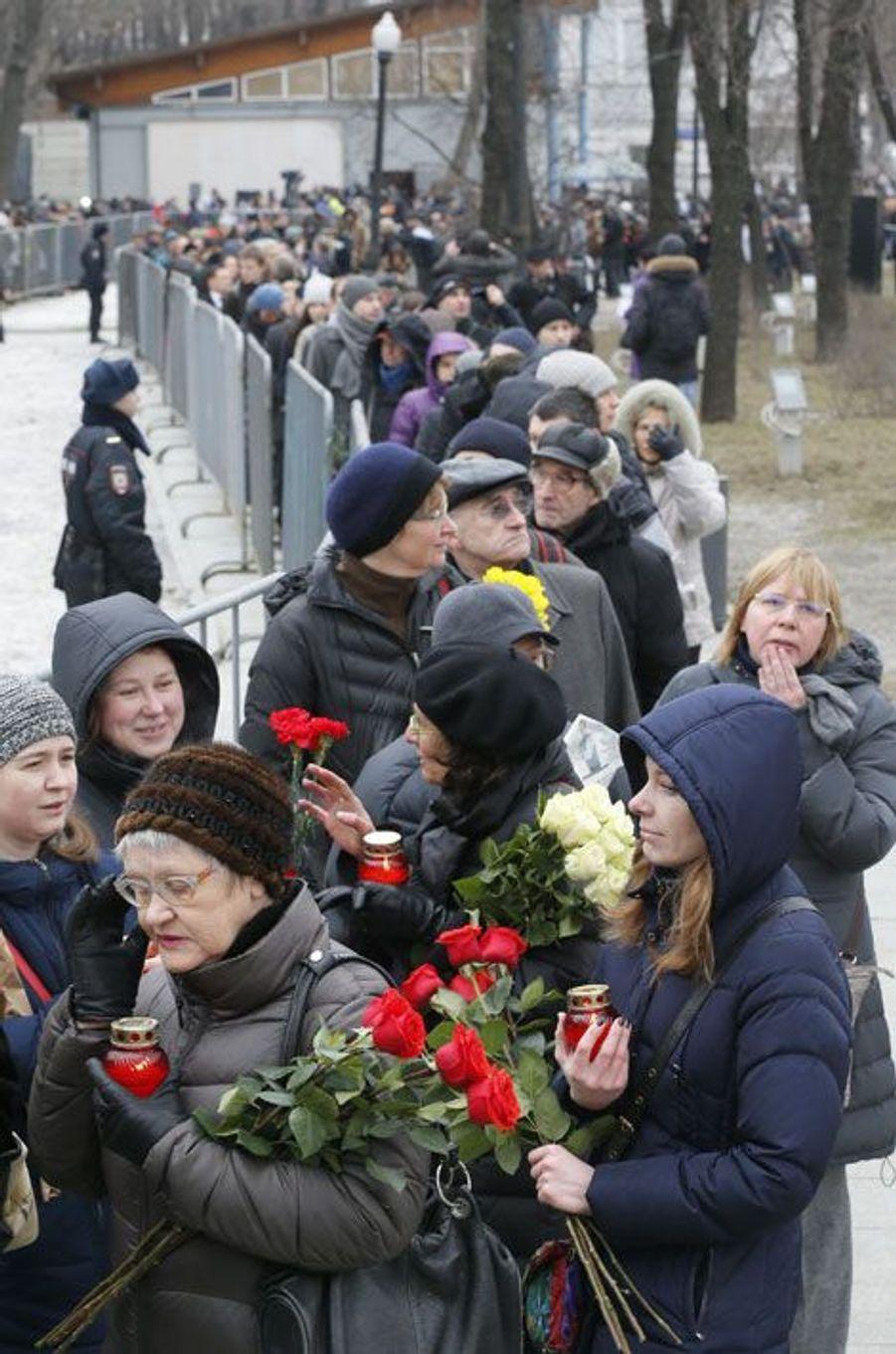 Les Moscovites rendent un dernier hommage à Boris Nemtsov
