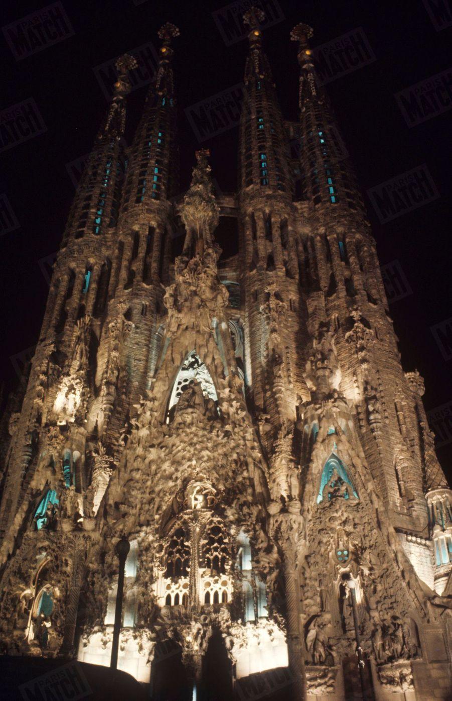 « La Sagrada Familia est une gigantesque dent cariée pleine de possibilités. », Salvador Dali dans Paris Match n°1055, 26 juillet 1969