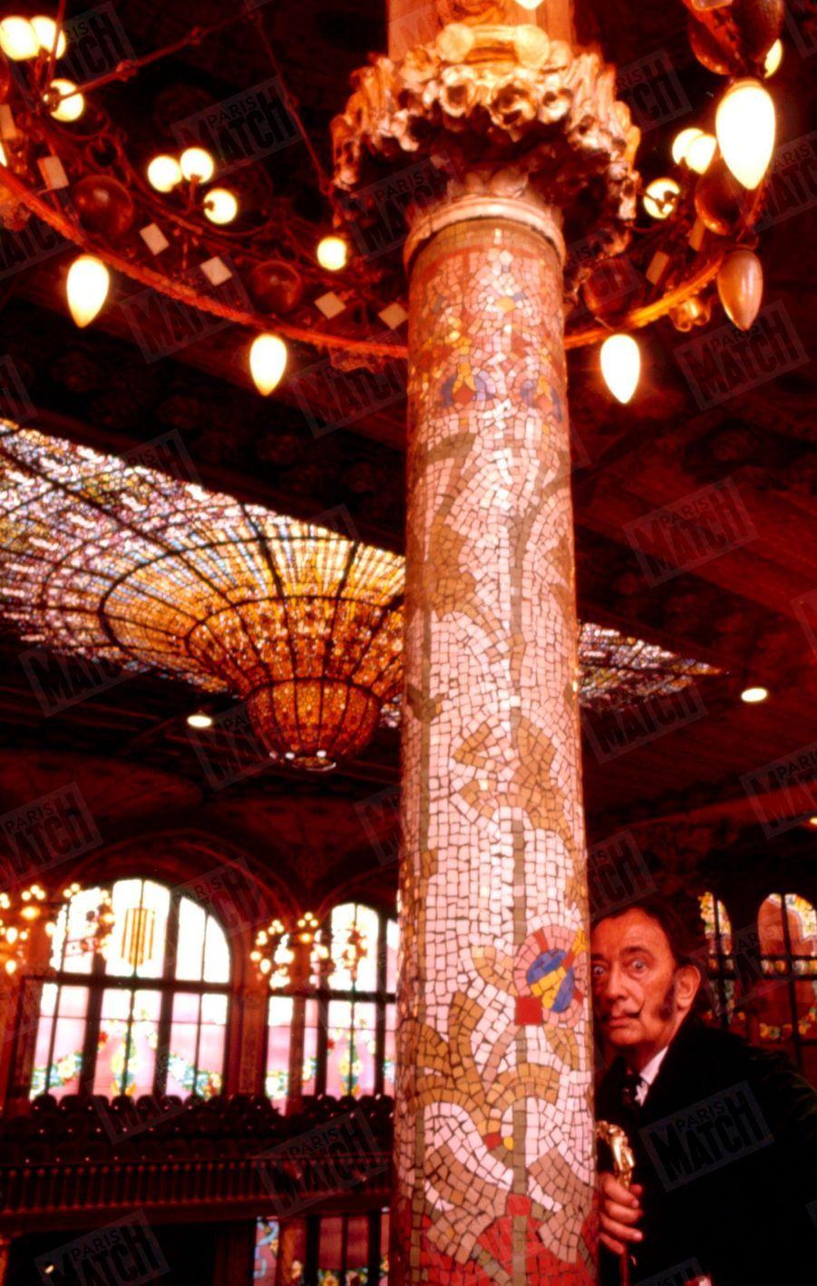 « Touchez ces colonnes et ces statues. Elles sont une zone érotogène tactile qui se hérisse comme un oursin. », Salvador Dali dans Paris Match n°1055, 26 juillet 1969