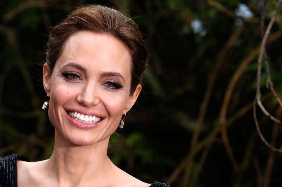 Avec 18 millions de dollars de revenus en 2013, Angelina Jolie se retrouve à la cinquième place de ce classement «Forbes». Mais d'après les pronostics du magazine, l'actrice devrait toucher plus d'argent l'année prochaine. En effet, son dernier film «Maléfique» est un véritable carton avec plus de 730 millions de dollars de recettes dans le monde. Le plus gros succès de sa carrière.