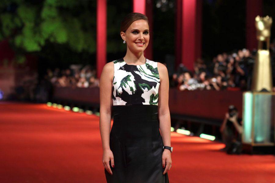 A la neuvième position, nous retrouvons Natalie Portman avec 13 millions de dollars de revenus sur un an. L'actrice n'a pourtant pas été très présente sur les écrans de cinéma en 2013 à l'exception de la suite des aventures de «Thor». Nous devrions la retrouver prochainement dans les salles obscures dans le nouveau Terrence Malick, «Knight of Cups».