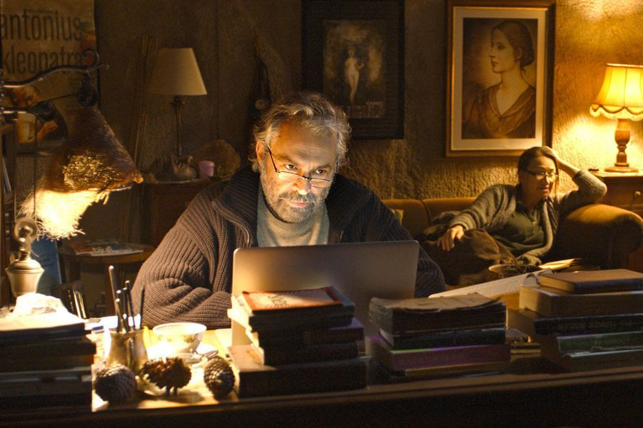«Winter sleep» («Sommeil d'hiver»), la Palme d'or 2014 sort enfin en salles. Sur fond de paysages hivernaux d'une beauté épooustouflante, le cinéaste turc Nuri Bilge Ceylan réunit à l'écran les acteurs Haluk Bilginer et Melisa Sözen.