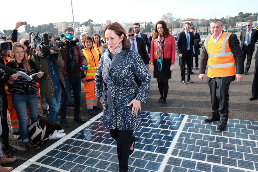 Ségolène Royal inaugure un prototype de route solaire à Marseille