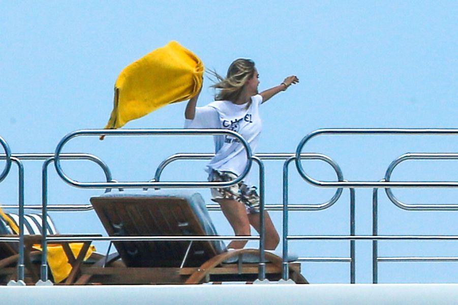 Selena Gomez fête son anniversaire avec Cara Delevingne dans le sud de la France