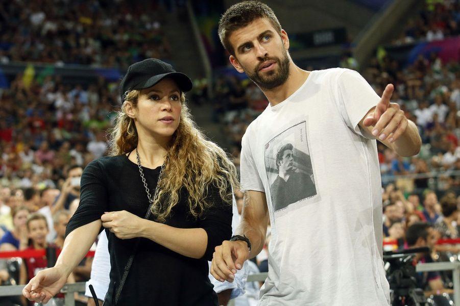 A Barcelone, le footballeur Gerard Pique et Shakira suivent avec attention la rencontre États-Unis Slovénie, lors du Mondial de basket.