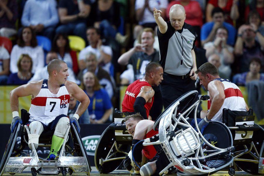 Accrochage lors de la demi-finale de rugby en fauteuil roulant, lors des Invictus Games.