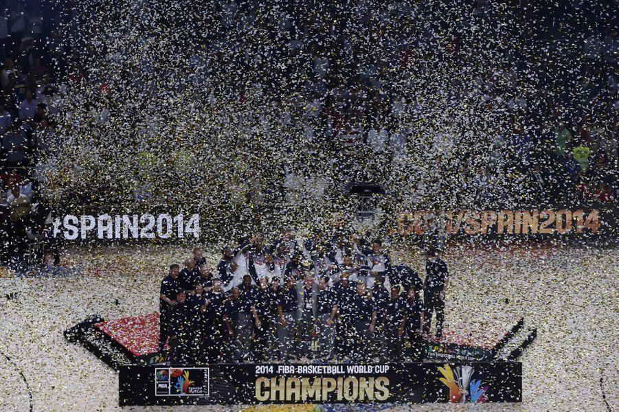 Derrière cette pluie de paillettes: l'équipe des États-Unis, tout juste championne du monde de Basket.