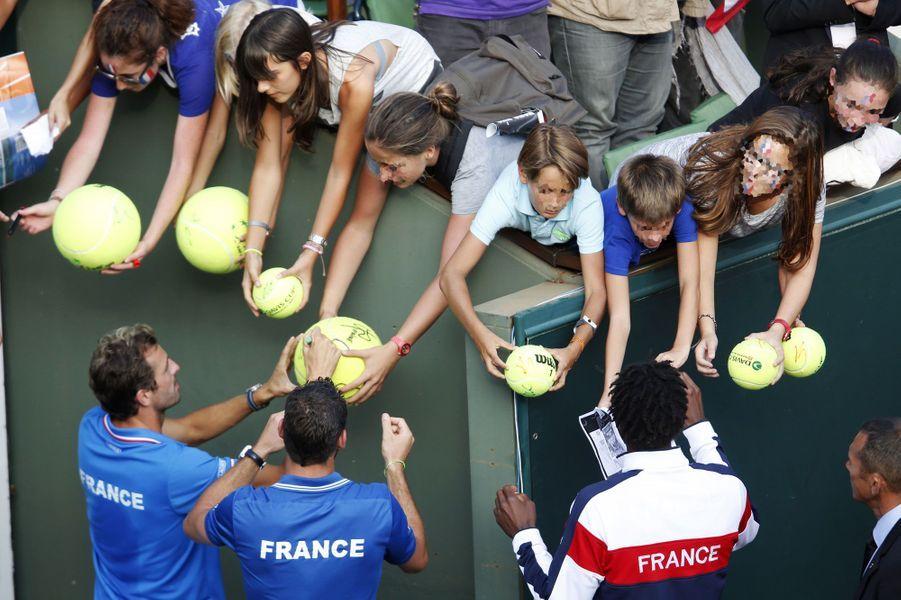 L'équipe de France, qualifiée pour la finale de Coupe Davis, est très sollicitée après sa victoire à Roland Garros face aux Tchèques samedi.