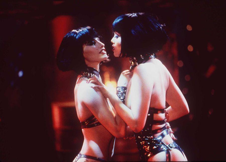 «Showgirls» de Paul Verhoeven, avec Elizabeth Berkley et Gina Gershon (1995).