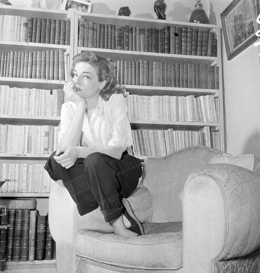 Simone Signoret, lors de son premier rendez-vous photos avec Paris Match en février 1950.