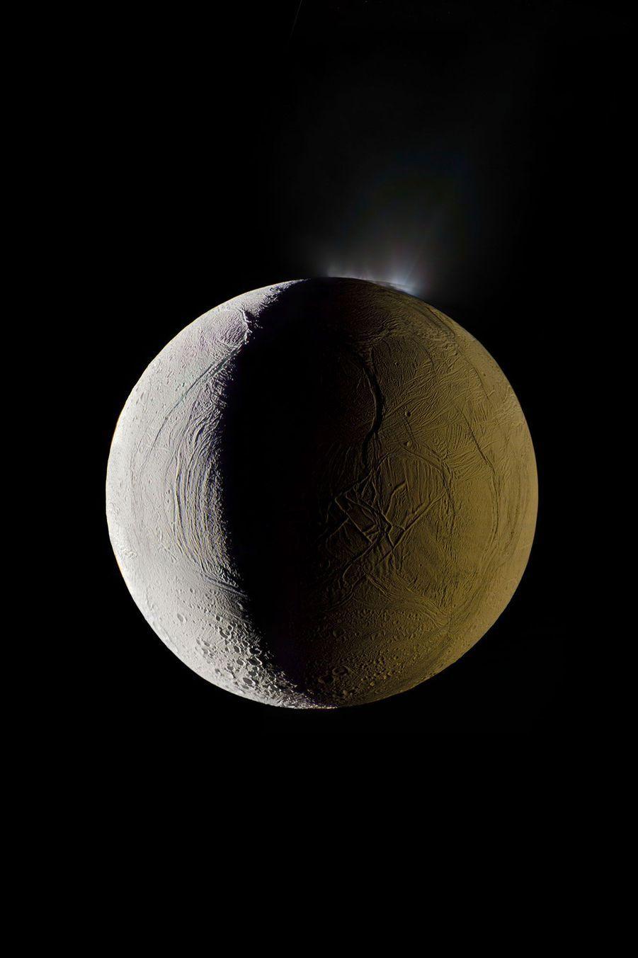 La 6e lune de Saturne, Enceladus