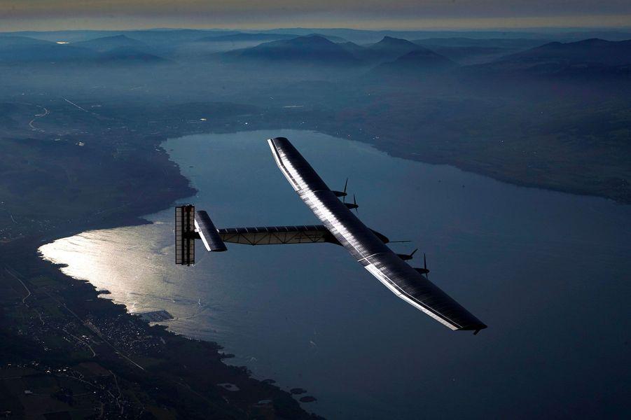 L'avion au-dessus du Lac de Neuchâtel (Suisse)