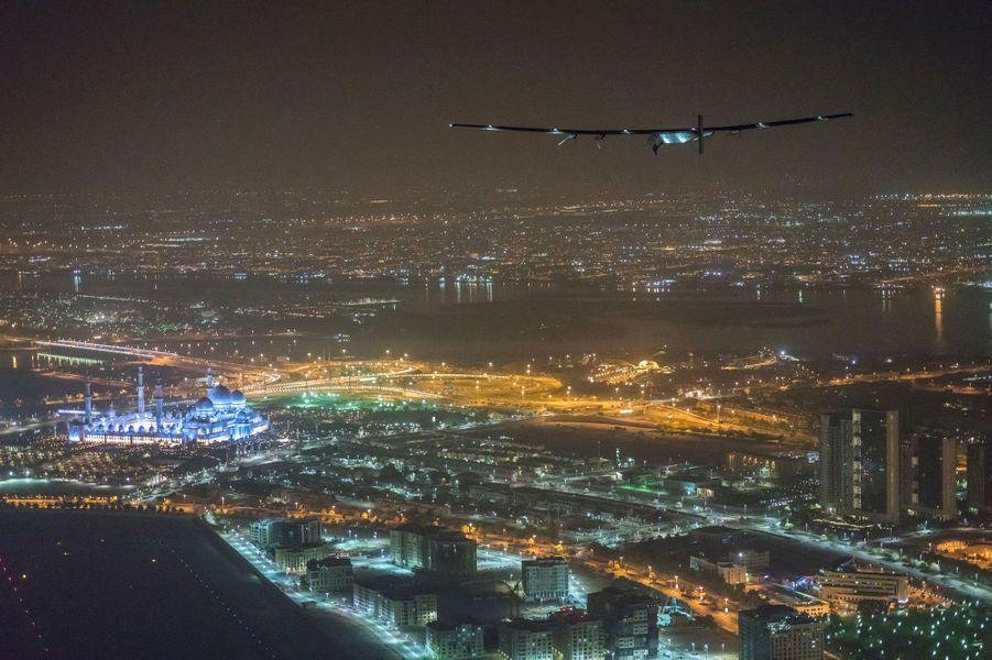 L'avion survole Abu Dhabi