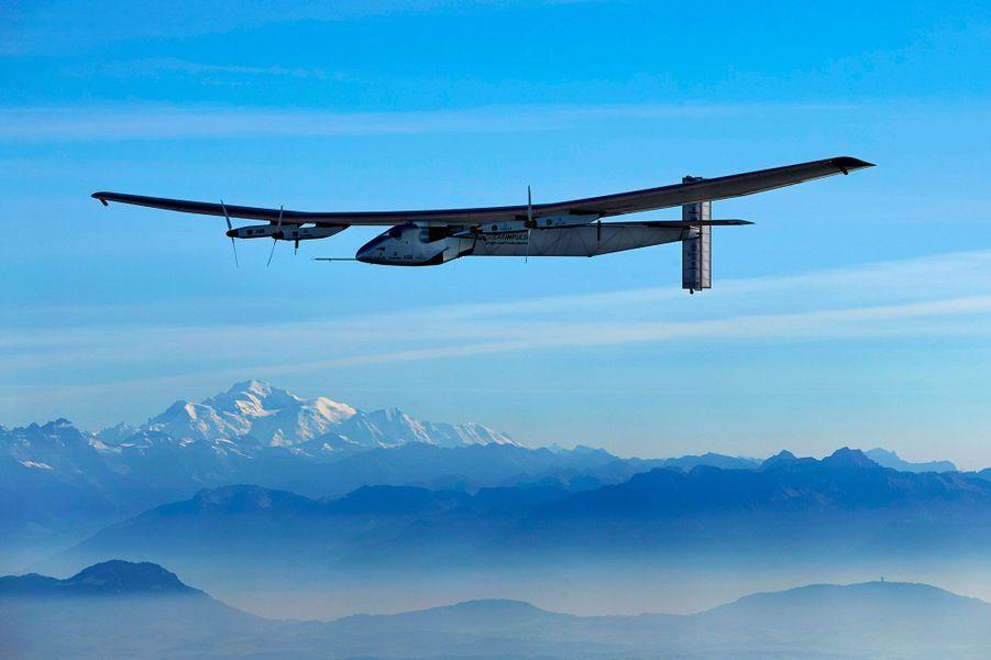Solar Impulse nargue le Mont-Blanc