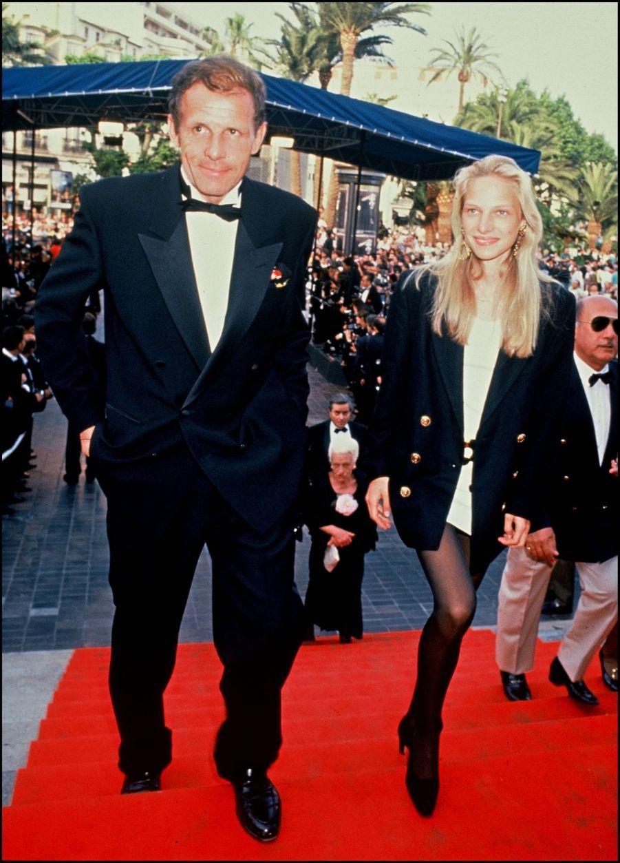 Patrick Poivre d'Arvor et sa fille Solenn, sur les marches de Cannes, en mai 1992.