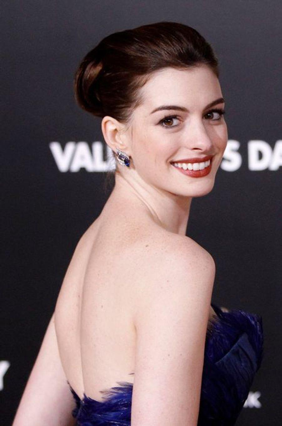"""Anne Hathaway à l'avant-première de """"Valentine's Day"""" en 2010."""