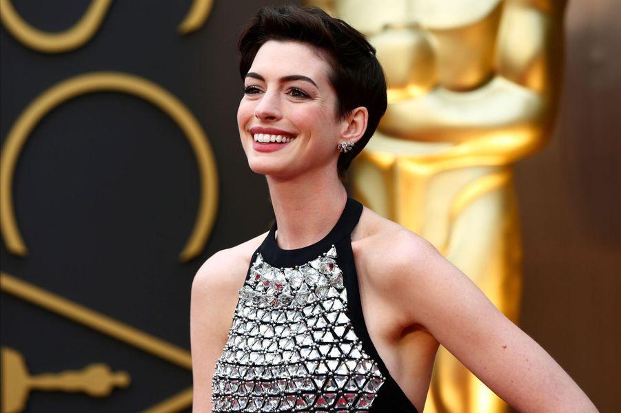 Anne Hathaway présente la cérémonie des Oscars 2014.