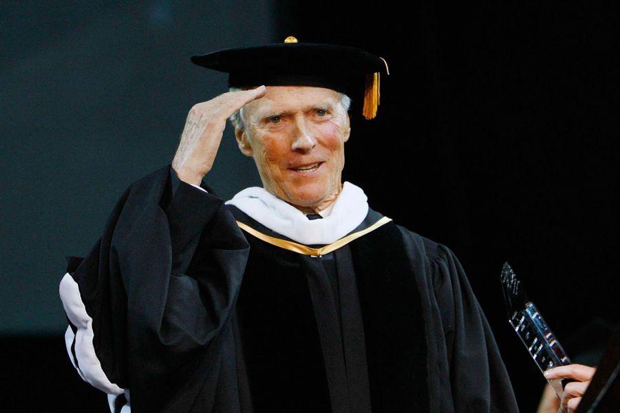 L'acteur qui n'a pas de diplôme universitaire, s'est vu remettre un diplôme honorifique par l'Université de Californie du Sud, le 11 mai 2007.