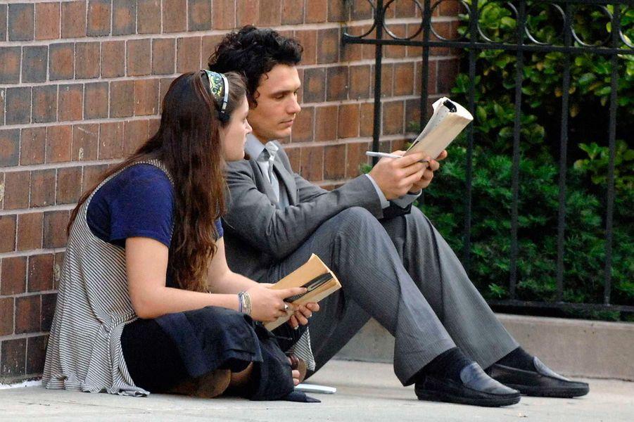 James Franco est diplômé en anglais à l'Université de Californie à Los Angeles (UCLA), qu'il a réintégré en 2008 après avoir abandonné ses études quelques années plus tôt pour devenir acteur. Il est également diplômé de la New York University (NYU) où il a suivi des cours de réalisation cinématographique.
