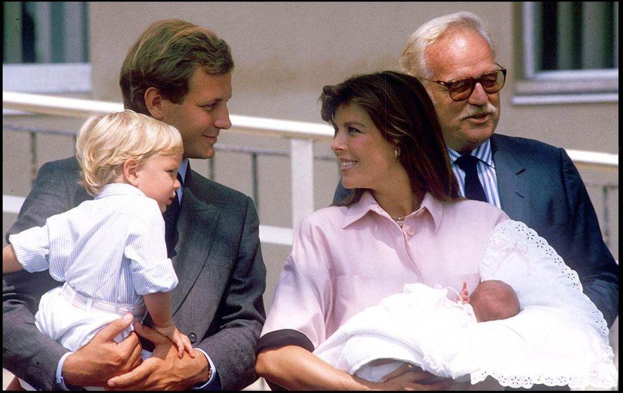 La princesse Caroline de Monaco et son mari Stefano Casiraghi, devant la maternitéaprès la naissance dePierre, le 9 septembre 1987.