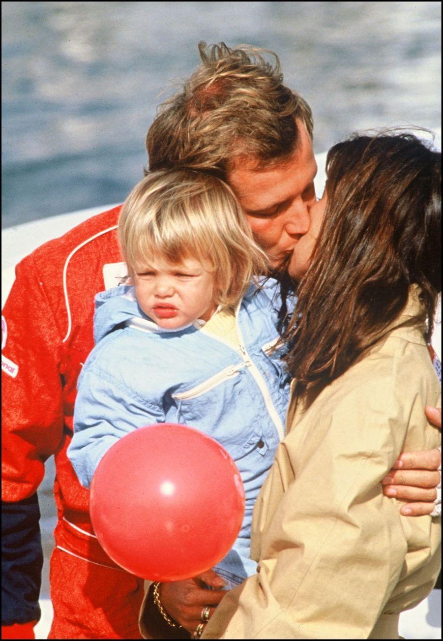 Stefano Casiraghi et Caroline avec leur fille Charlotte, à Guernesey, le 15 septembre 1988.