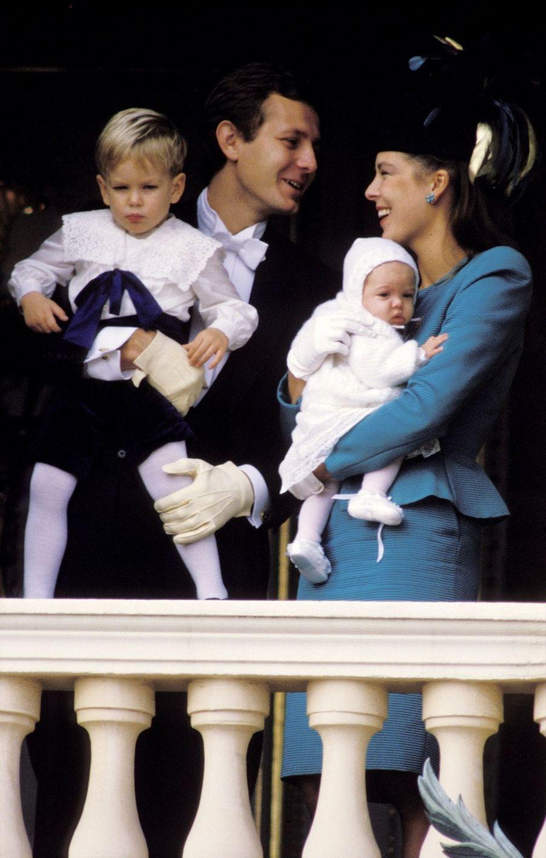 Caroline et Stefano Casiraghi avec Andrea et Charlotte, au balcon du Palais pour la fête nationale monégasque, le 19 novembre 1986.