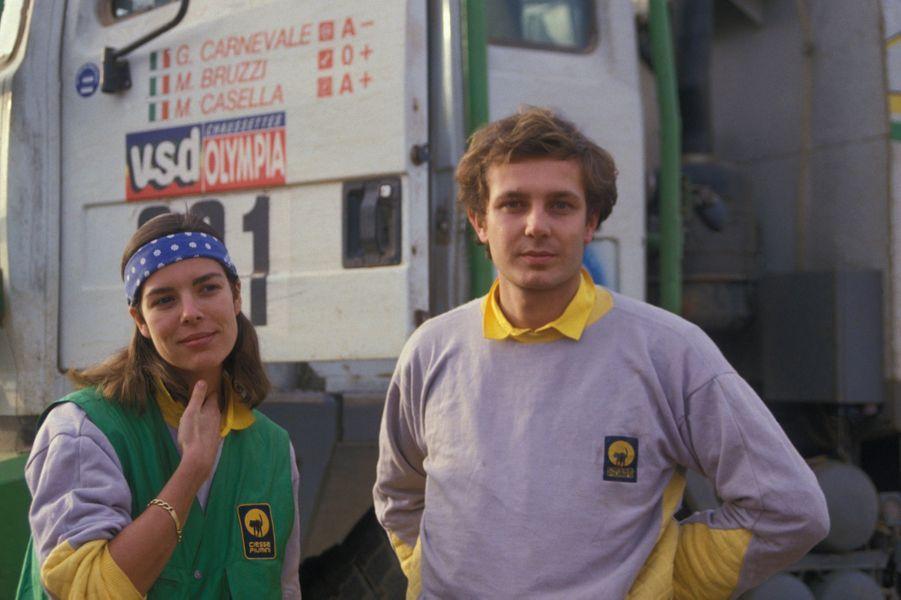 La princesse Caroline de Monaco et son époux Stefano Casiraghi pendant le rallye automobile Paris-Dakar en janvier 1985 au Senegal.