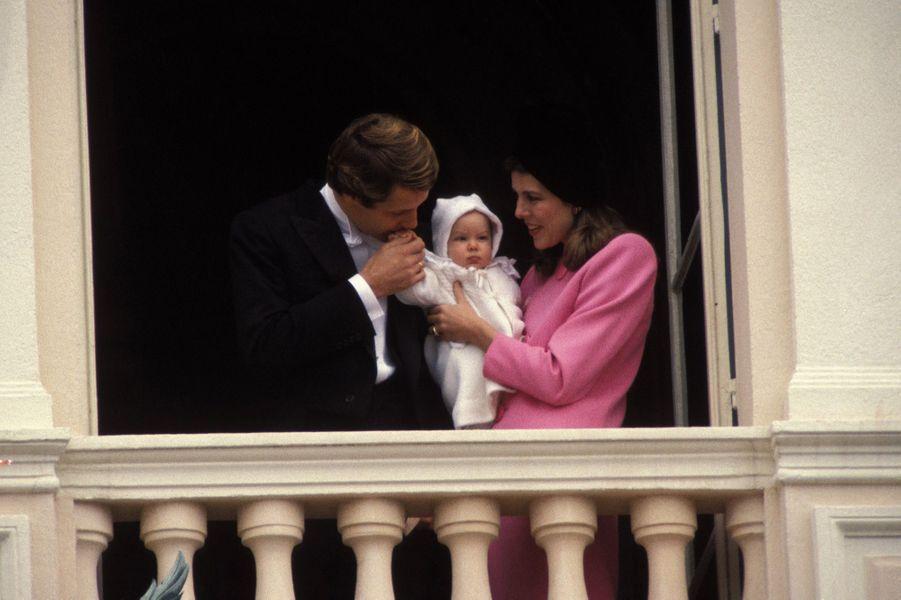 Caroline et Stefano Casiraghi avec Andrea, au balcon du Palais pour la fête nationale monégasque, le 19 novembre 1984.