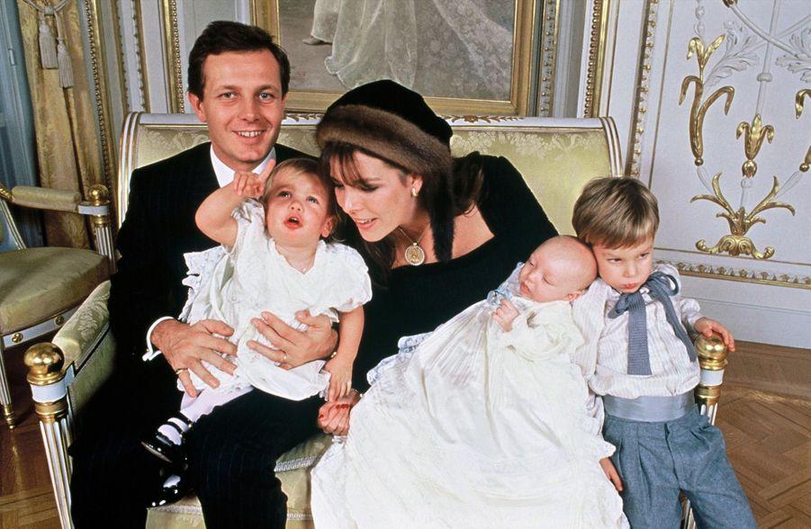 La joyeuse famille Casiraghi au baptême de Pierre, le 5 septembre 1987.